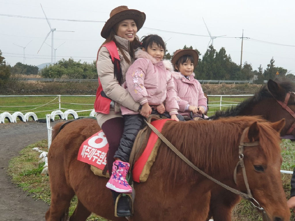 Horse Riding (骑马场)