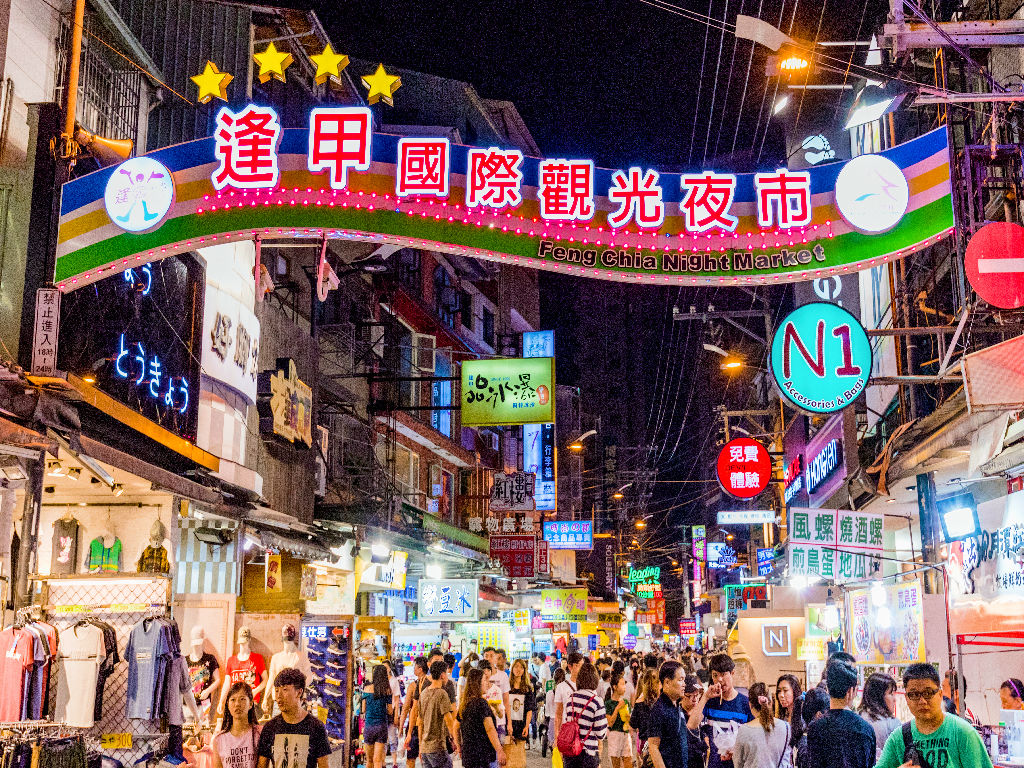 Feng Jia Night Market (逢甲夜市)
