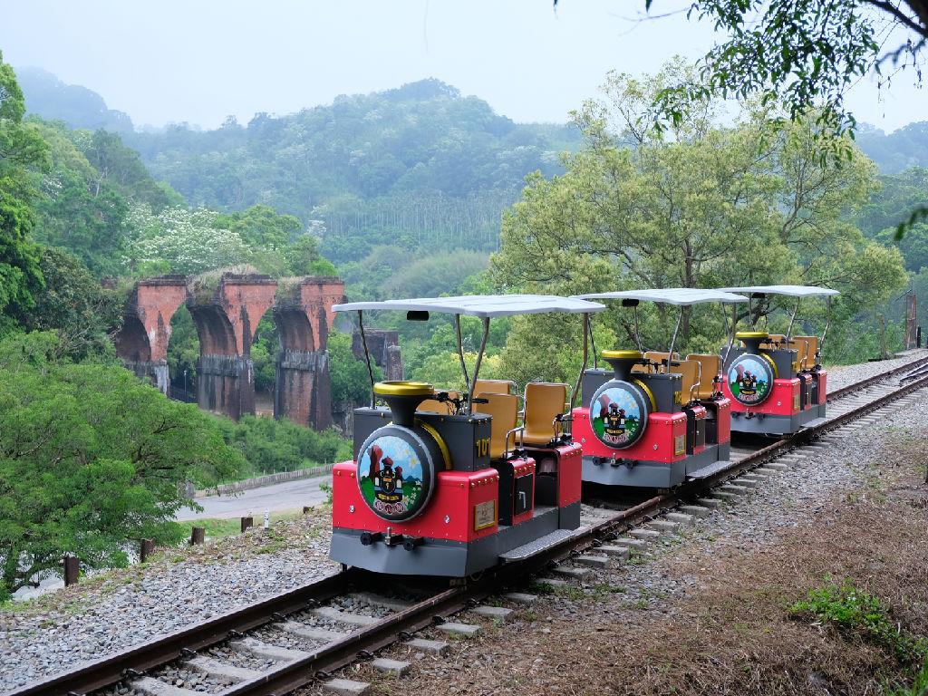 Miaoli Old Mountain Rail Bike (苗栗旧山线铁路自行车 - 龙腾断桥与小火车)