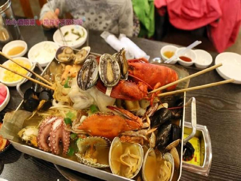 Dinner - Royal Submarine Lobster Meal (晚餐 - 皇帝潜水艇龙虾一只鸡)