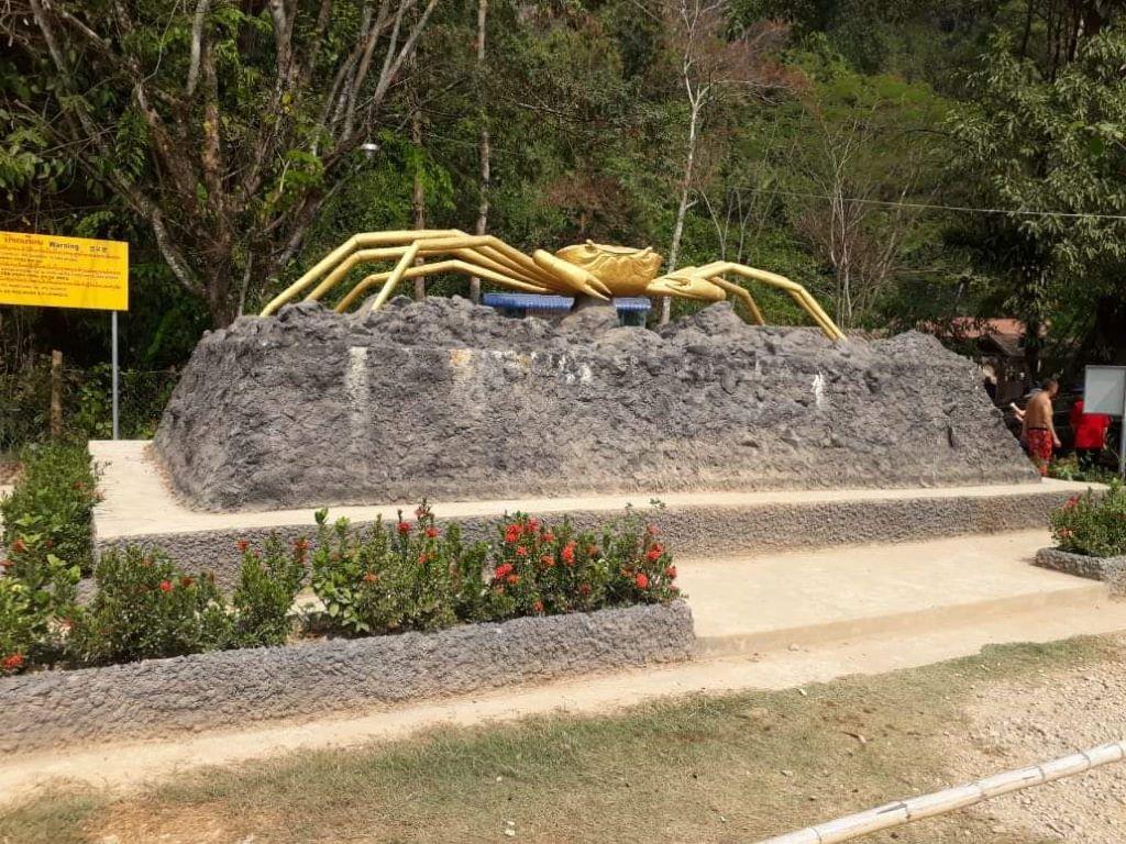 Tham Phoukham Cave  VangVieng.jpg