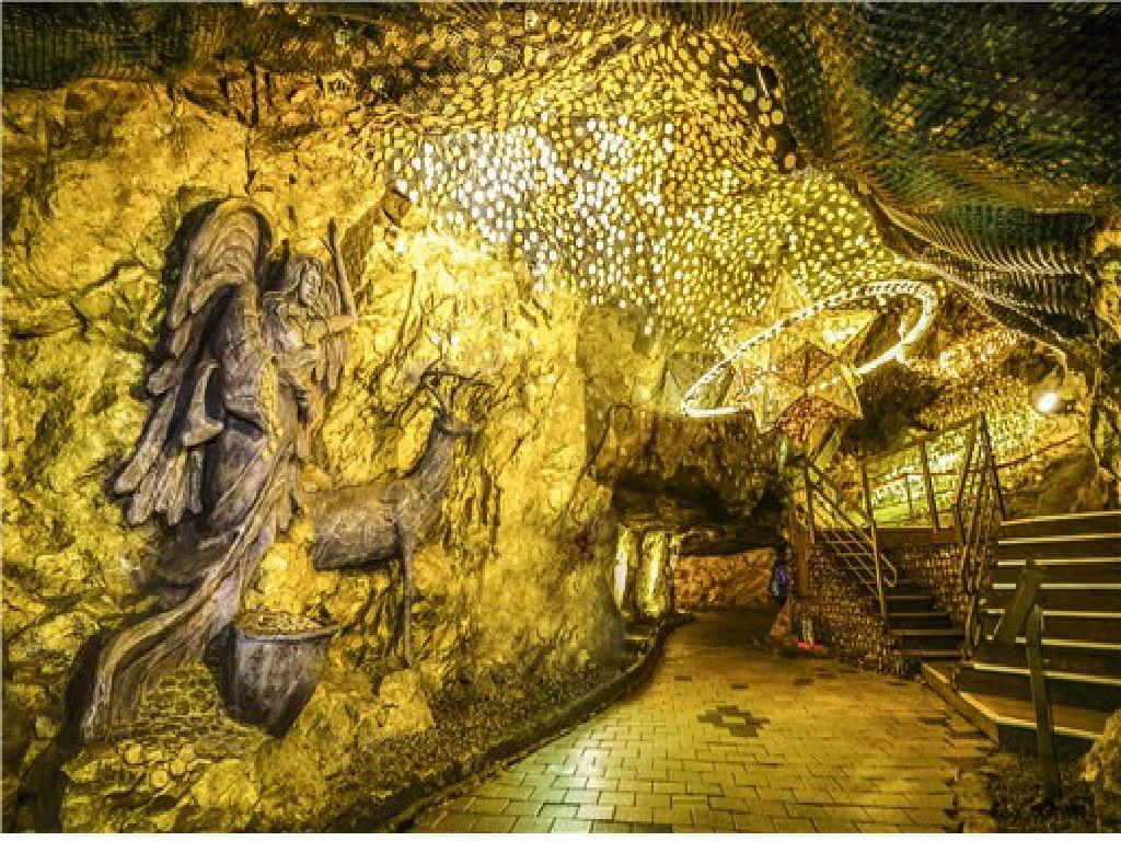 Gwangmyeong Cave (光明洞窟)