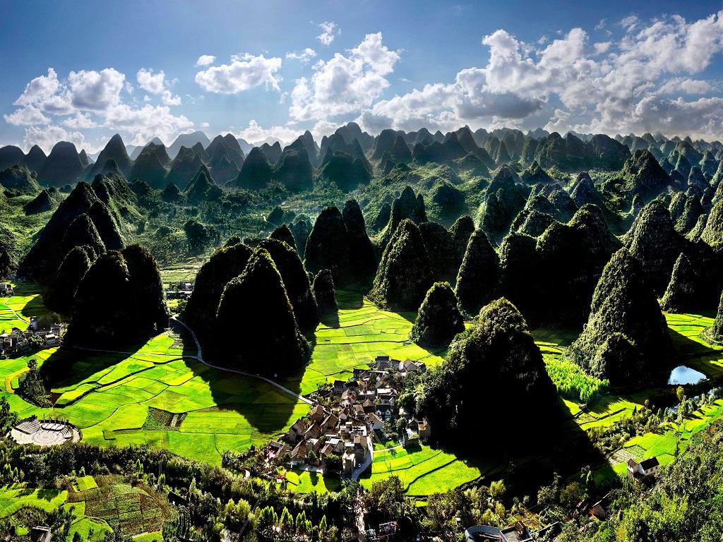 Wanfeng Lin万峰林风景区