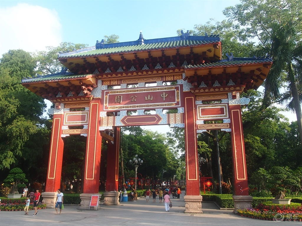 Zhongshan Park Red Arches中山公园红色牌楼
