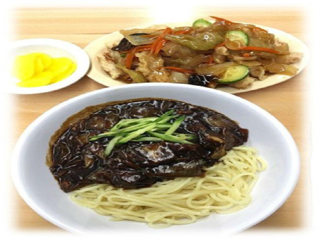 Lunch - Jjajangmyeon (午餐 - 炸酱面)