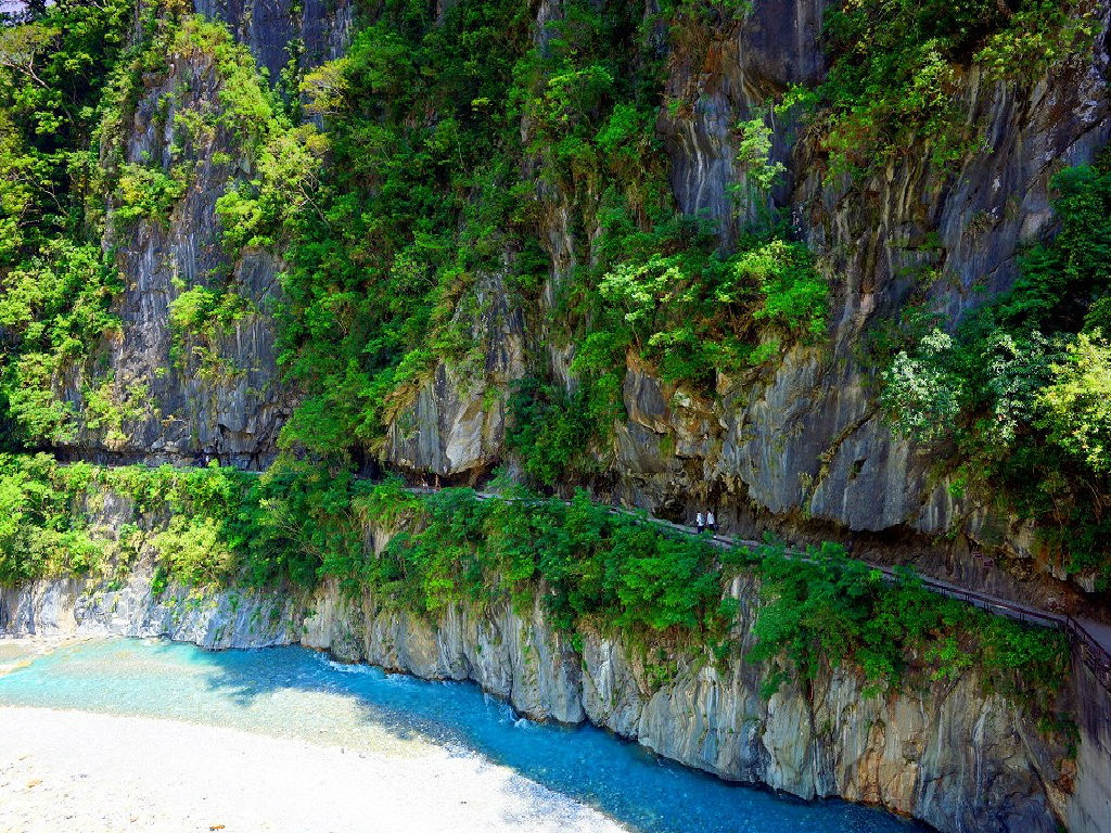 Shakadang Trail (神秘谷步道 (砂卡当步道))