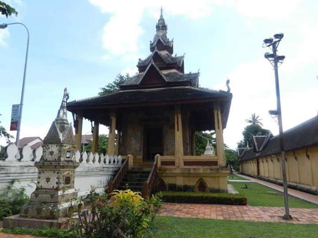 Wat Sisaket Vientiane 1.jpg