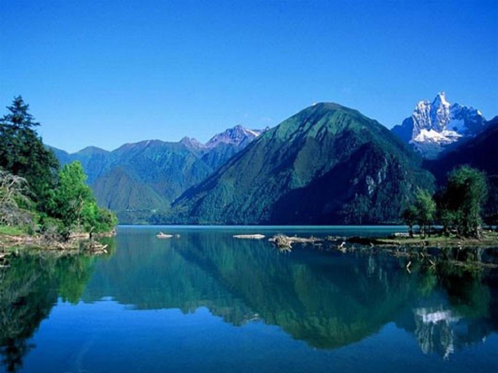 Basongcuo Lake巴松措湖