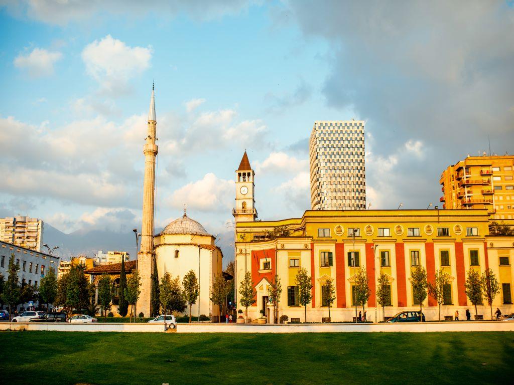 Day 08-04  Skanderbeg Square with Ethem Bey Mosque, Tirana (斯坎德培广场,地拉那)