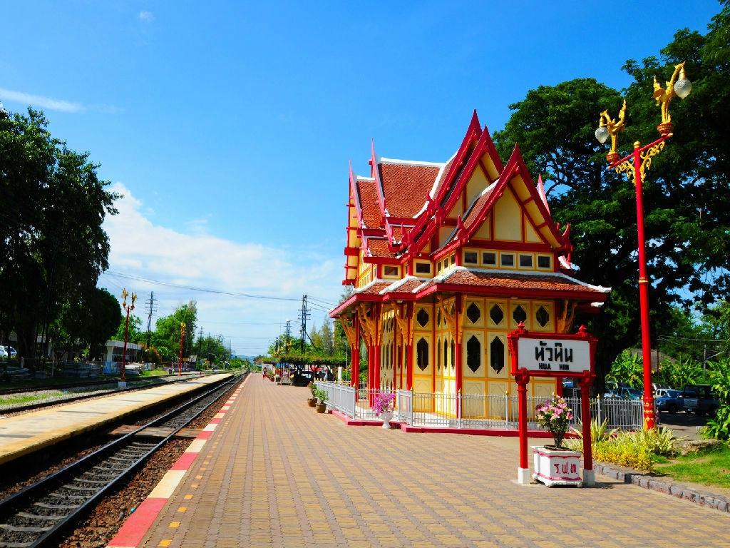 6D5N BANGKOK HUA HIN FAMILY FUN @ SANTORINI PARK